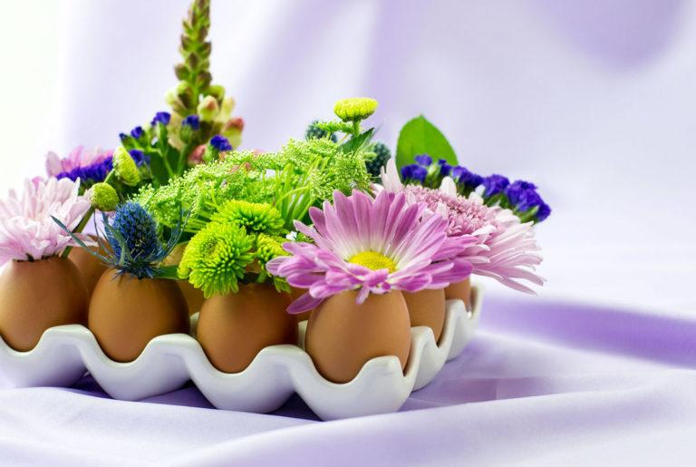 eggshell vase spring floral idea