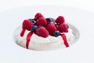 fresh berry pavlova
