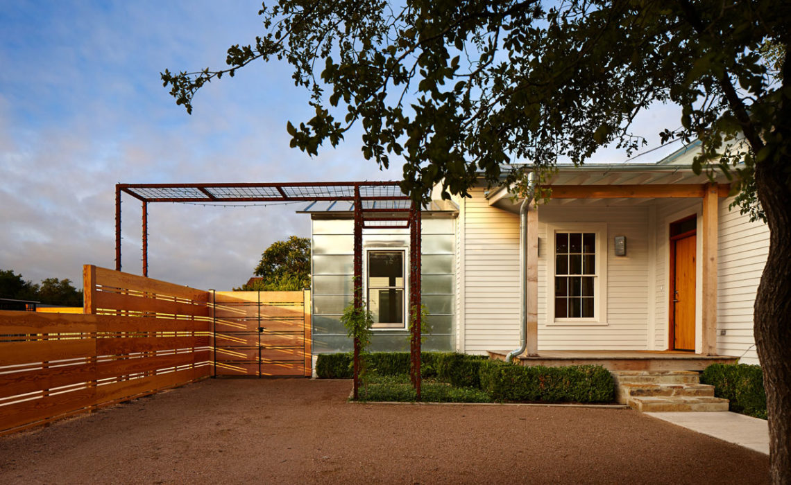Book Review: Hill Country Houses