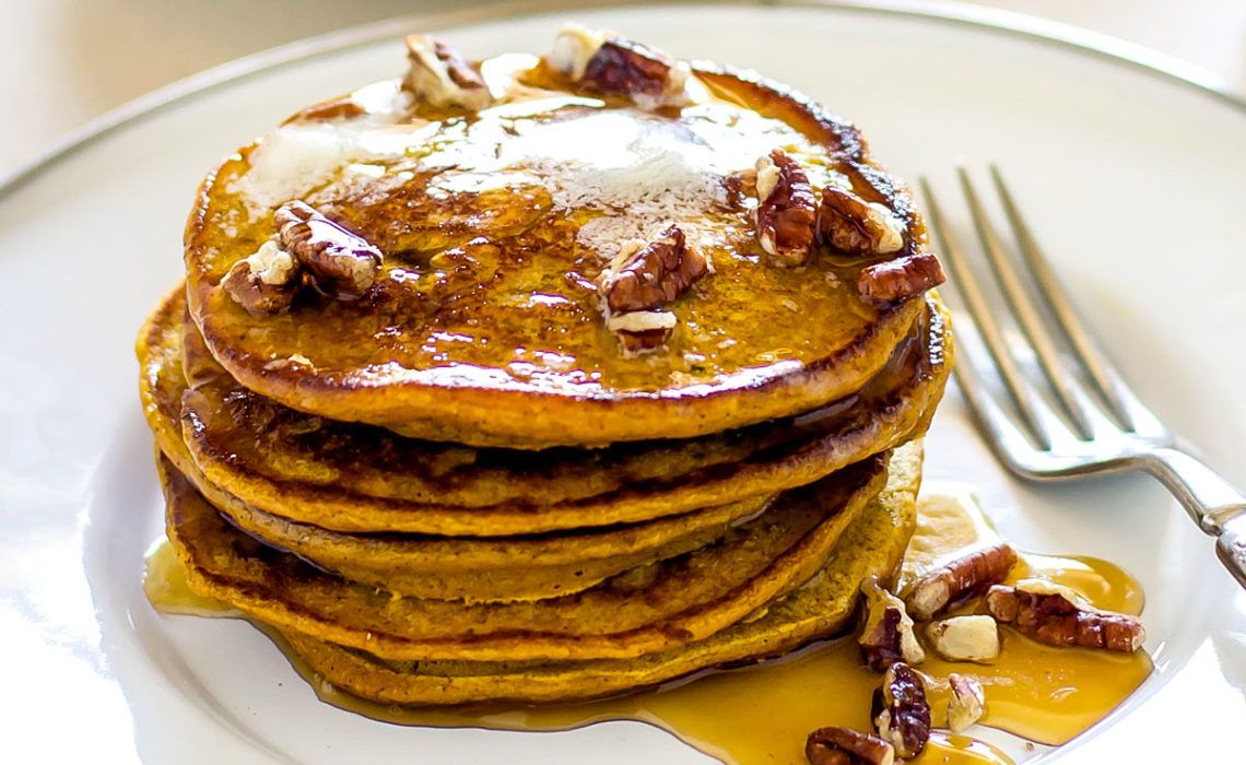 Thanksgiving Breakfast: Pumpkin Spice Pancakes